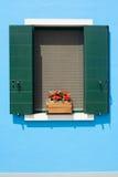 蓝色门面房子夏天 免版税库存图片
