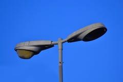 蓝色闪亮指示天空街道 库存照片