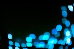 蓝色闪烁点燃背景 defocused 免版税库存图片