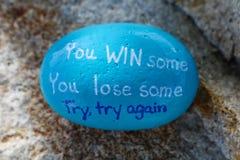 蓝色陈述被绘的岩石您赢取您再丢失某一尝试尝试的一些 免版税库存图片