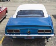 1968蓝色雪佛兰Camaro背面图 库存照片