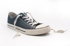 蓝色鞋子走 免版税库存图片