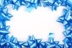 蓝色鞠躬圣诞节礼品 免版税库存图片