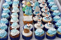 蓝色题材杯形蛋糕 免版税库存照片