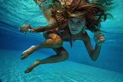 蓝色颜色虚拟水下的视图 库存照片