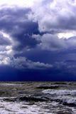 蓝色风和波浪 库存图片