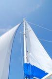 蓝色风帆天空 库存照片