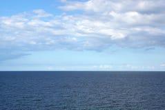蓝色风平浪静 库存图片