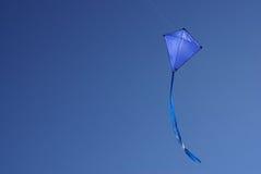 蓝色风筝 库存图片