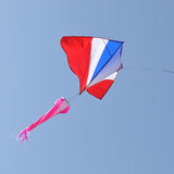 蓝色飞行风筝天空 库存图片