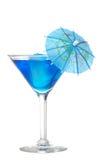 蓝色马蒂尼鸡尾酒伞 免版税库存照片