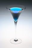 蓝色马蒂尼鸡尾酒 免版税库存图片