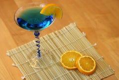 蓝色马蒂尼鸡尾酒 库存照片