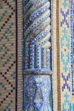 蓝色马赛克专栏在布哈拉 免版税库存照片
