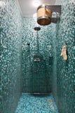 蓝色马赛克空间蒸汽浴阵雨 库存图片