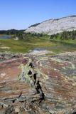 蓝色高湖山天空 库存图片