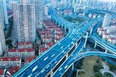 蓝色高的公路交叉点 库存照片