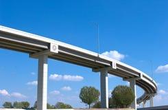 蓝色高速公路天桥天空 免版税库存照片