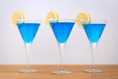 蓝色鸡尾酒柠檬片式 库存照片