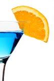 蓝色鸡尾酒饮料桔子片式 库存照片