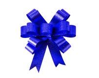 蓝色黑暗的礼物弓 丝带 查出在白色 库存图片