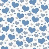 蓝色,白色和灰色心脏瓦片样式重复背景 库存图片