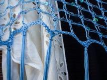 蓝色,白色和黑围巾 库存照片
