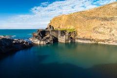 蓝色,盐水湖在Abereiddy 免版税库存图片