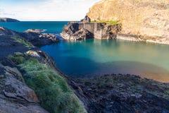 蓝色,盐水湖在Abereiddy 库存图片