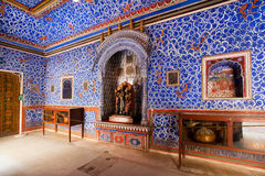 蓝色绘了有样式的墙壁在堡垒里面 库存照片