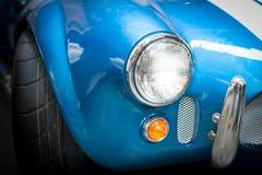 蓝色经典汽车车灯细节  免版税库存图片