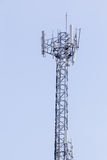 蓝色移动电话上升天空塔 免版税库存照片