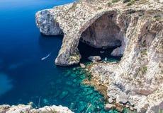 蓝色洞穴在马耳他 免版税库存图片