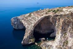 蓝色洞穴在马耳他 免版税库存照片