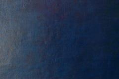 蓝色黑暗的皮革背景或纹理 免版税库存图片