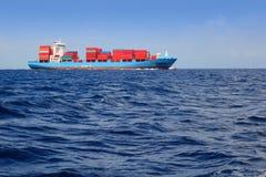 蓝色货物商人海洋航行海运船 库存照片
