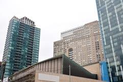 蓝色玻璃摩天大楼门面在多伦多 免版税库存图片