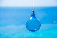 蓝色玻璃球 免版税库存照片