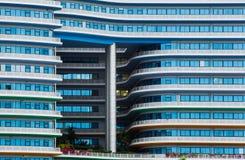 蓝色玻璃窗办公室 免版税库存图片