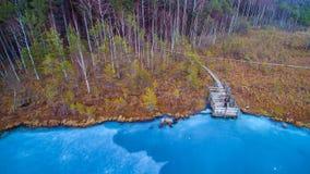 蓝色冻结的湖 库存图片