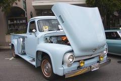 蓝色1955年福特提取f 350 库存图片