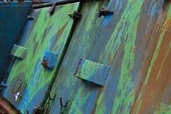 蓝色&绿色大型垃圾桶墙纸 免版税库存照片