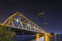 蓝色黄色桥梁 图库摄影