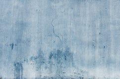 蓝色破裂的墙壁 免版税库存照片