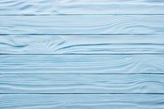 蓝色年迈的木桌,被绘的木土气表面 免版税库存图片