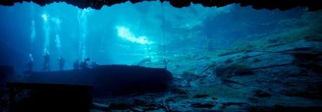 蓝色洞穴全景水中 免版税库存图片