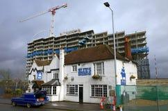 蓝色` s吸烟房在布拉克内尔,英国在一风暴日 免版税库存图片