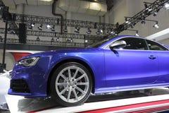 蓝色audi cs5汽车侧视图 免版税库存照片