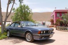 蓝色BMW 635 CSI小轿车在利马南部显示了 图库摄影