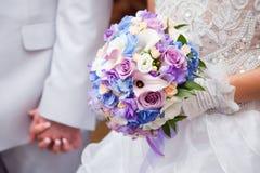 蓝色bouqet紫色婚礼 库存图片